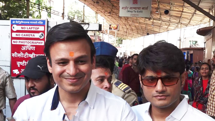 Vivek Oberoi visits Siddhivinayak Mandir for his film PM Narendra Modi