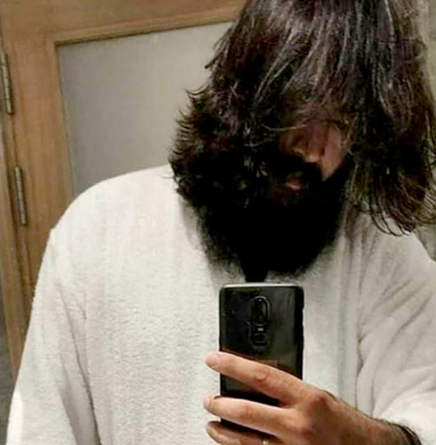 KGF 2: This look of Yash is going viral on social media and fans claim that it is from KGF Chapter 2!