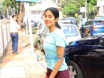 Photos: Janhvi Kapoor snapped in Andheri