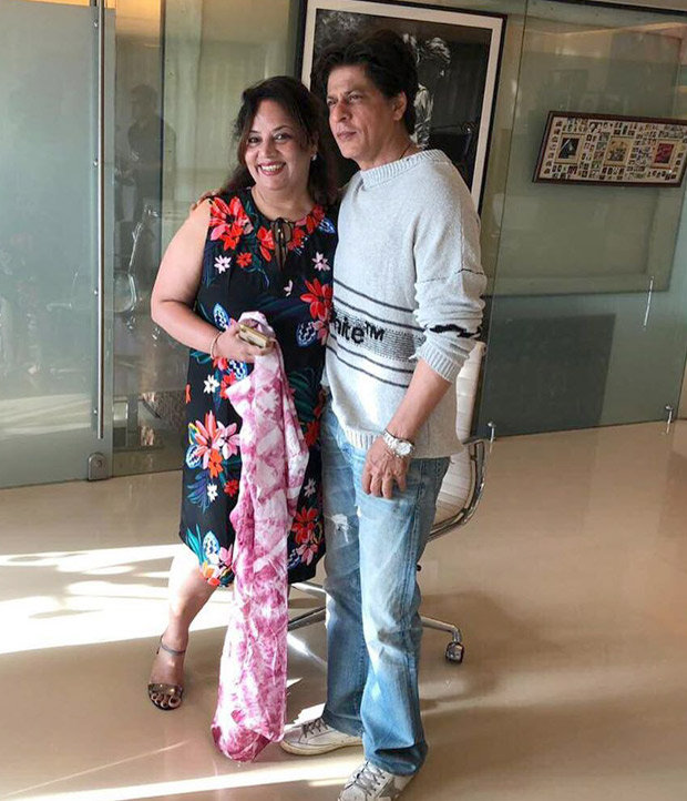 PHOTOS: Shah Rukh Khan invites his fan on her 50th birthday at Mannat