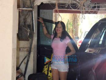 Photos: Janhvi Kapoor and Malaika Arora snapped outside the gym