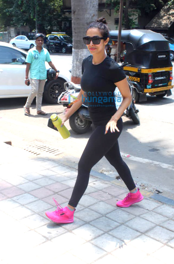 Photos Malaika Arora snapped at Diva Yoga Studio in Bandra (1)