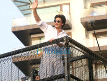 Photos: Shah Rukh Khan snapped greeting fans at Mannat during Eid celebration