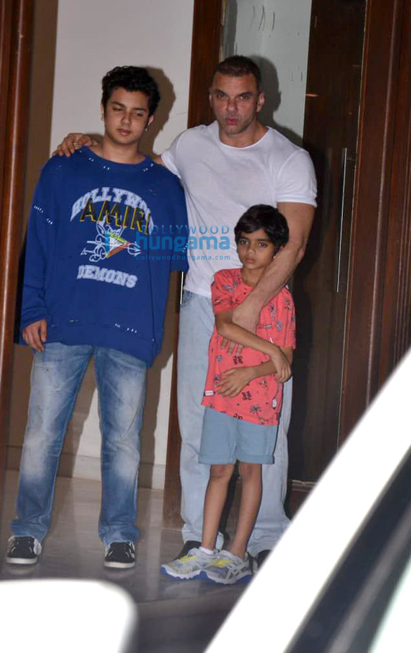 Salman Khan, Iulia Vantur and others snapped at Arbaaz Khan's housewarming party (3)