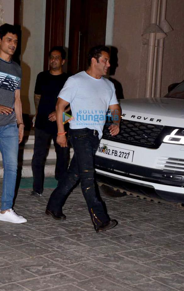 Salman Khan, Iulia Vantur and others snapped at Arbaaz Khan's housewarming party (5)