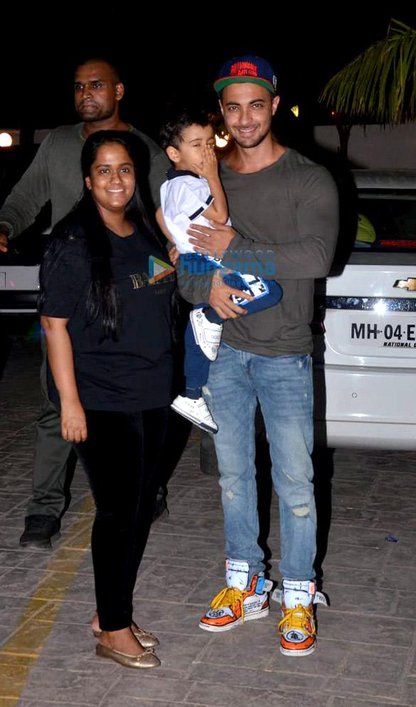 Salman Khan, Iulia Vantur and others snapped at Arbaaz Khan's housewarming party (6)