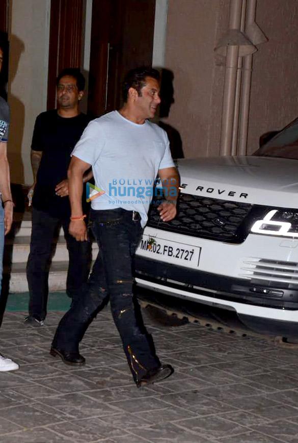 Salman Khan, Iulia Vantur and others snapped at Arbaaz Khan's housewarming party (7)