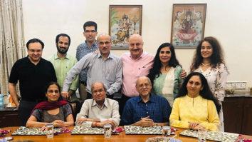 Anupam Kher walks down memory lane as he dedicates this heartfelt post to Sooraj Barjatya and his family!