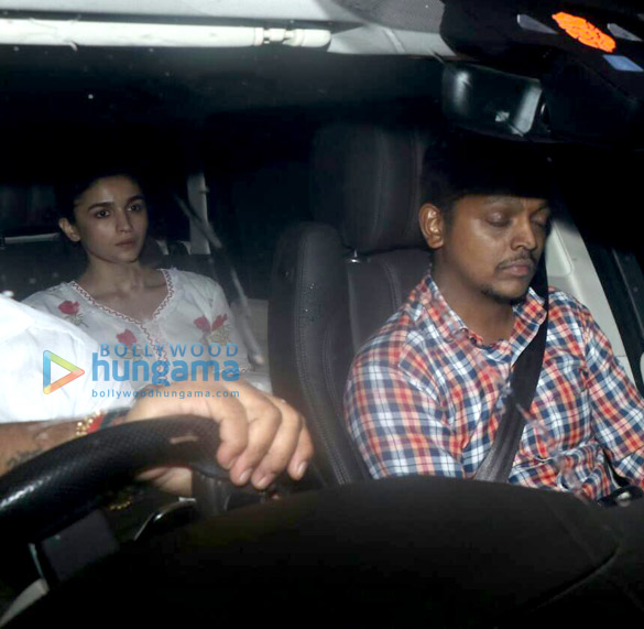 Photos Alia Bhatt snapped at a friend's place in Juhu (2)