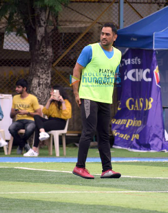 Photos Arjun Kapoor and Mahendra Singh Dhoni snapped during a football match practice (2)