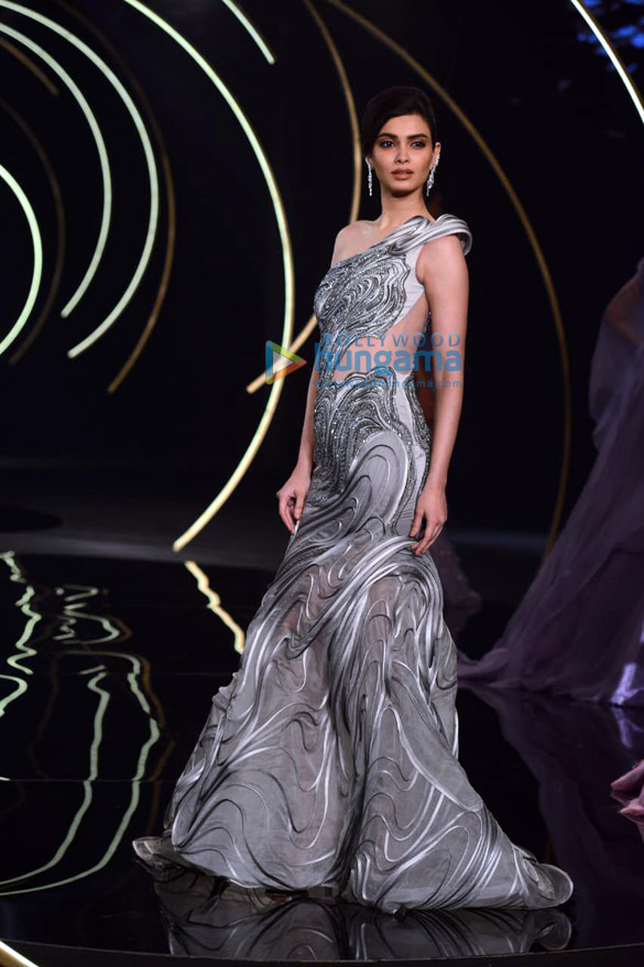 Photos Daina Penty walks the ramp for Gaurav Gupta at India Couture Week 2019 (4)