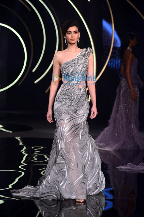 Photos Daina Penty walks the ramp for Gaurav Gupta at India Couture Week 2019 (5)