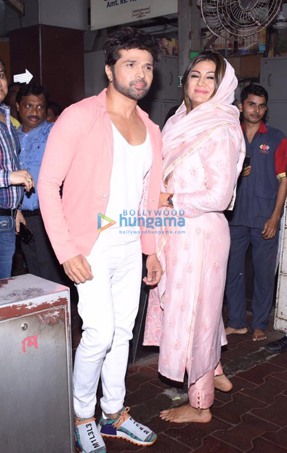 Photos Himesh Reshammiya snapped visiting Siddhivinayak temple on his birthday (5)
