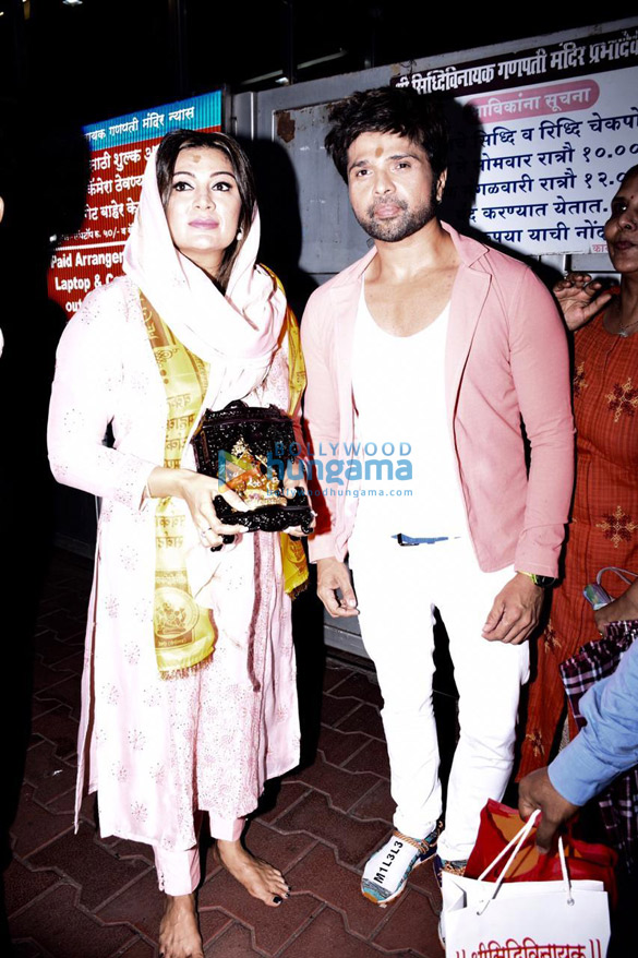 Photos Himesh Reshammiya snapped visiting Siddhivinayak temple on his birthday (6)