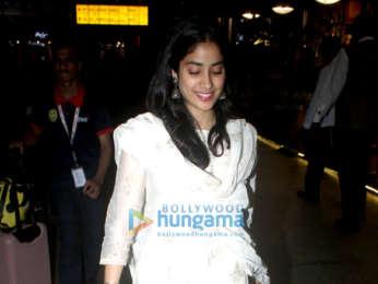 Photos: Kriti Sanon, Janhvi Kapoor and Hiten Tejwani snapped at the airport