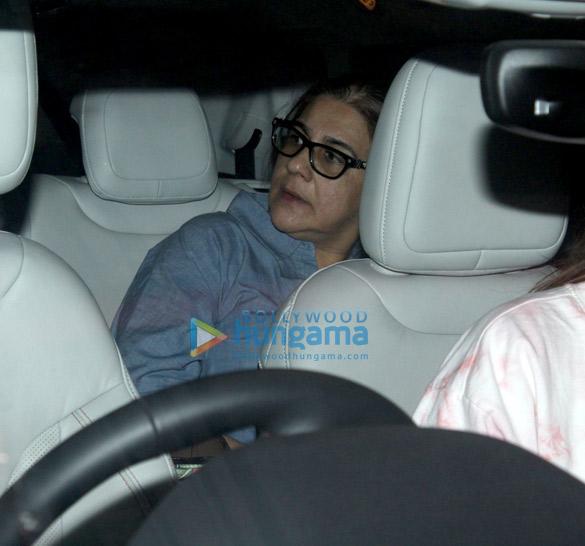 Photos Sara Ali Khan, Kartik Aaryan, Anil Kapoor and others snapped at the airport (5)