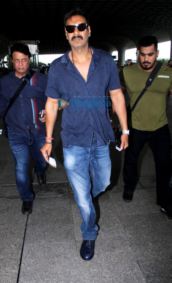 Photos Sara Ali Khan, Kartik Aaryan, Anil Kapoor and others snapped at the airport4 (1)