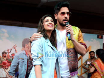 Photos: Sidharth Malhotra and Parineeti Chopra snapped promoting their film Jabariya Jodi at National College in New Delhi