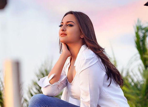 VIDEO Sonakshi Sinha bids an emotional farewell to the team of Khandaani Shafakhana