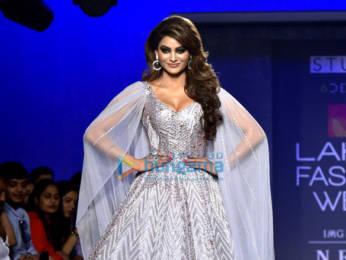 Photos: Kangana Ranaut, Malaika Arora, Shilpa Shetty and others walk the ramp as show stoppers at Lakme Fashion Week 2019   Day 5