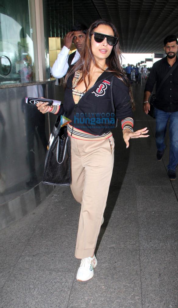 Photos Malaika Arora and Divya Khosla Kumar snapped at the airport (1)