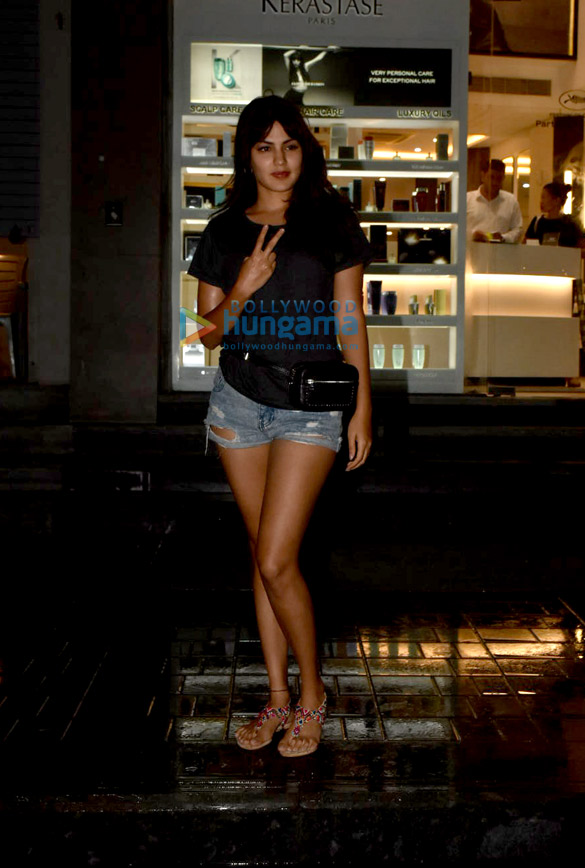 Photos Rhea Chakraborty spotted in Bandra (1)