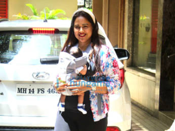 Photos: Sameera Reddy snapped in Bandra