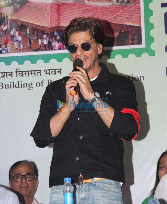 Photos Shah Rukh Khan snapped at an event at Bandra station (4)
