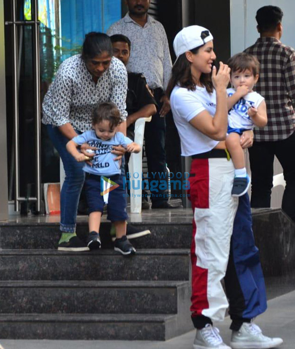 Photos Sunny Leone snapped with her kids at a playschool (1)