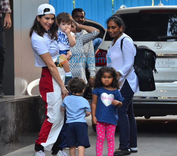 Photos Sunny Leone snapped with her kids at a playschool (2)