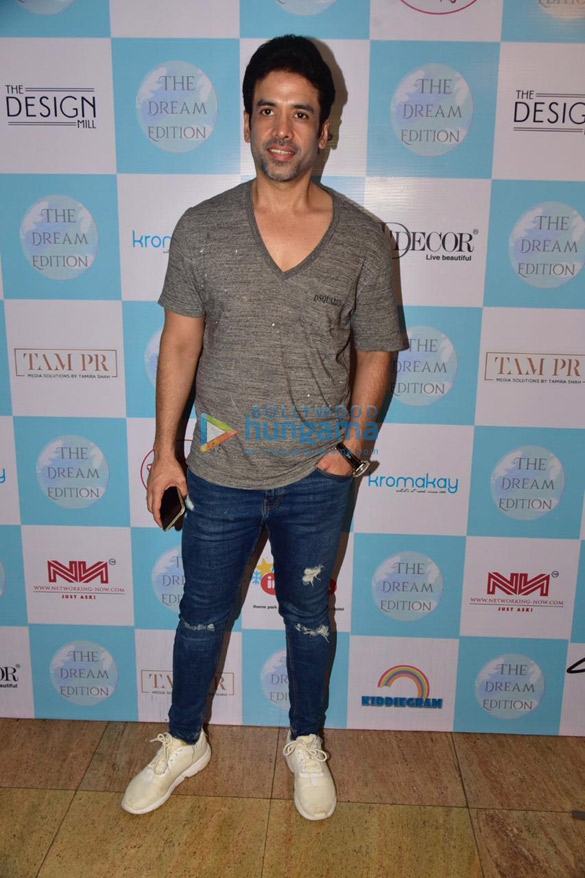 Photos Tusshar Kapoor snapped at the Dream Edition Exibition (2)