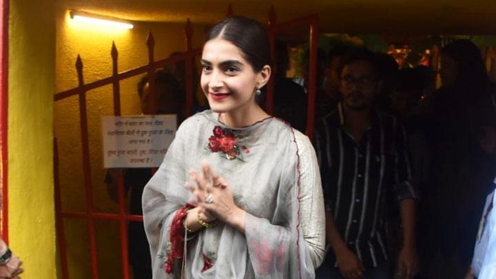 Sonam Kapoor visit Shani Temple