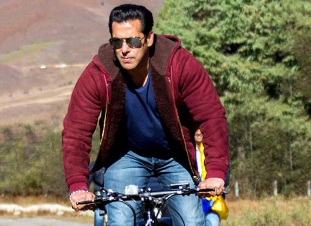 Dabangg 3: Salman Khan rides a bicycle in Mumbai Rains to the reach the film set