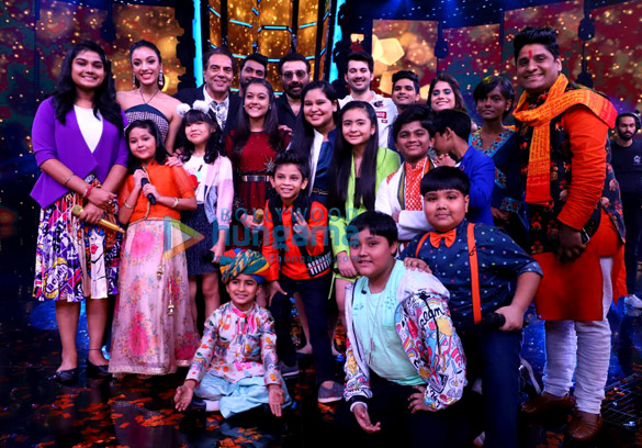 Dharmendra, Karan Deol, Sahher Bambba and Sunny Deol snapped on the sets of Superstar Singer to promote Pal Pal Dil Ke Paas (1)