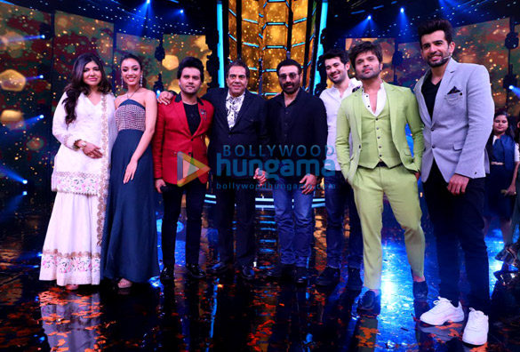 Dharmendra, Karan Deol, Sahher Bambba and Sunny Deol snapped on the sets of Superstar Singer to promote Pal Pal Dil Ke Paas (5)