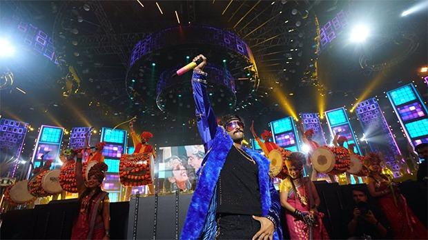 IIFA Awards 2019 Ranveer Singh enthralls the audience, shares romantic moment with Deepika Padukone