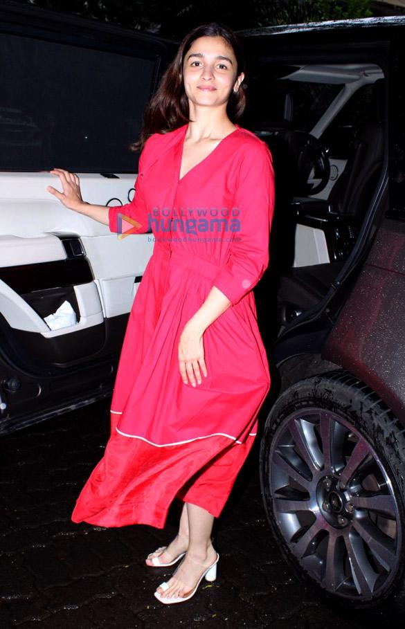 Photos Alia Bhatt spotted at Anil Kapoor's house (1)