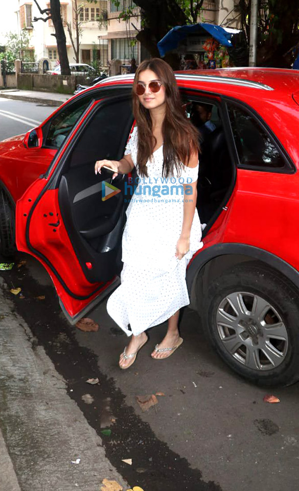 Photos Ileana D'Cruz and Tara Sutaria spotted at the Matrix office in Bandra (1)