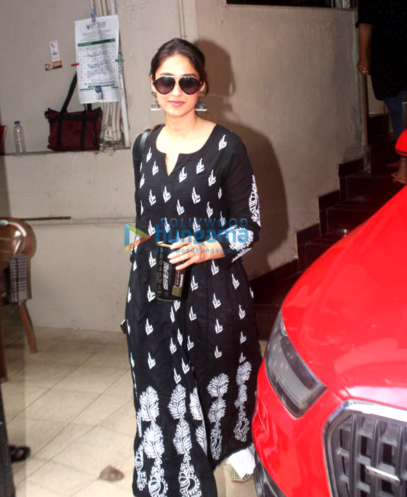 Photos Ileana D'Cruz spotted at the Matrix office in Bandra (1)