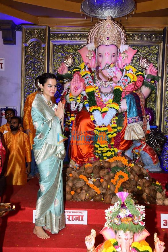 Photos Kangana Ranaut snapped at Andheri Cha Raja darshan (2)