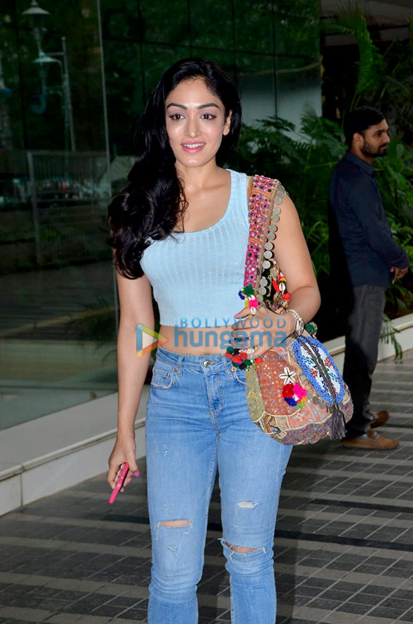 Photos Khushali Kumar snapped at Luv Ranjan's office (1)