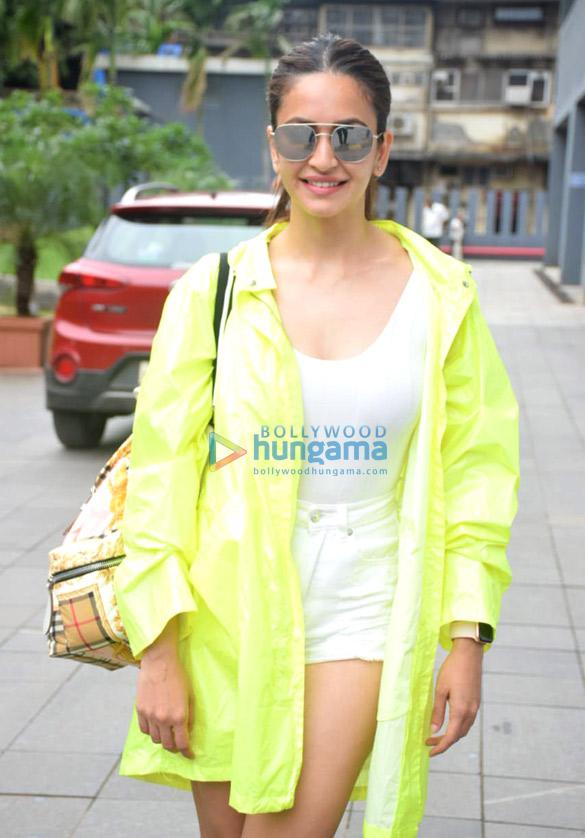 Photos Kriti Kharbanda snapped in Mumbai (1)