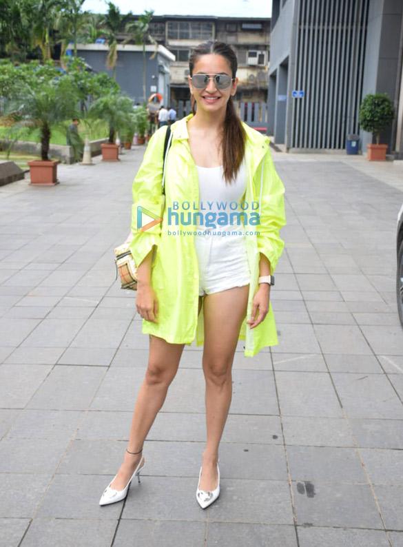 Photos Kriti Kharbanda snapped in Mumbai (2)