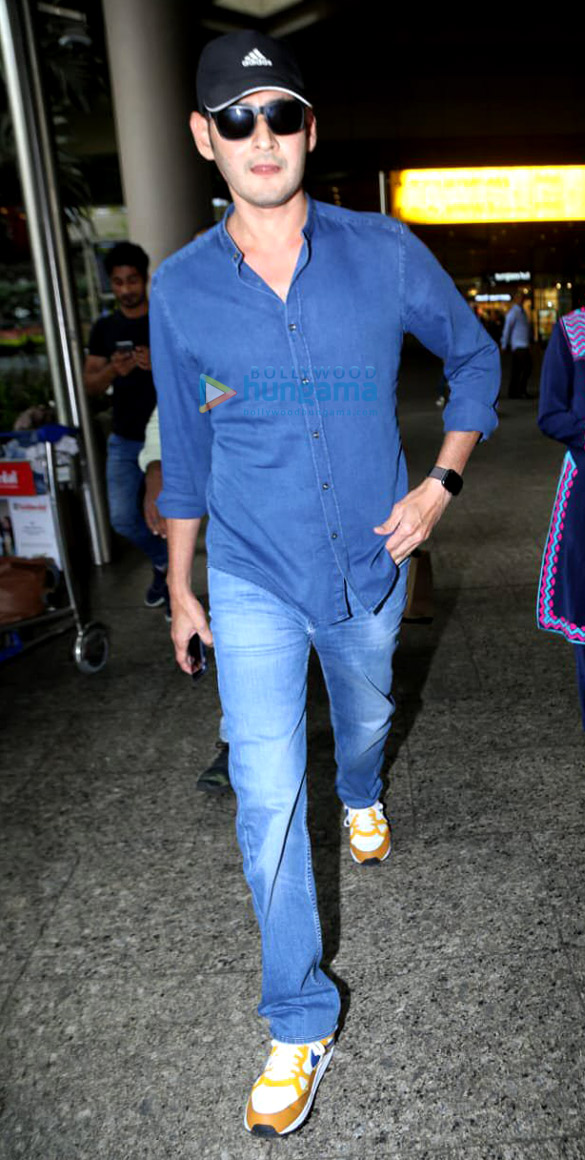 Photos Saif Ali Khan, Taimur Ali Khan, Kareena Kapoor Khan and others snapped at the airport (1)