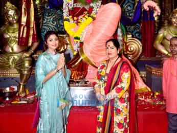 Photos: Shilpa Shetty snapped with mom at Chinchpoklicha