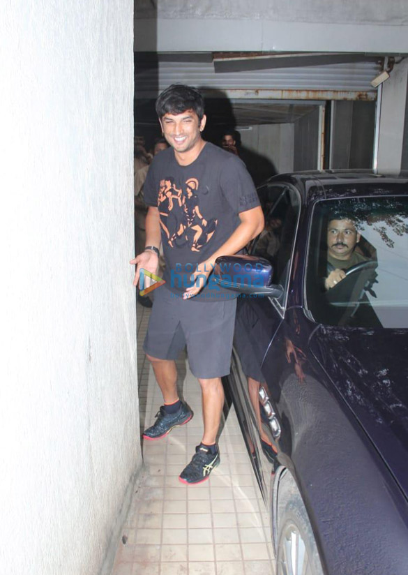 Photos Sushant Singh Rajput snapped at a dubbing studio in Khar (2)