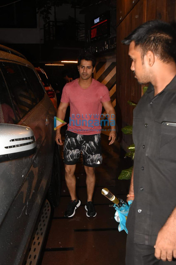Photos Varun Dhawan spotted at the gym (1)