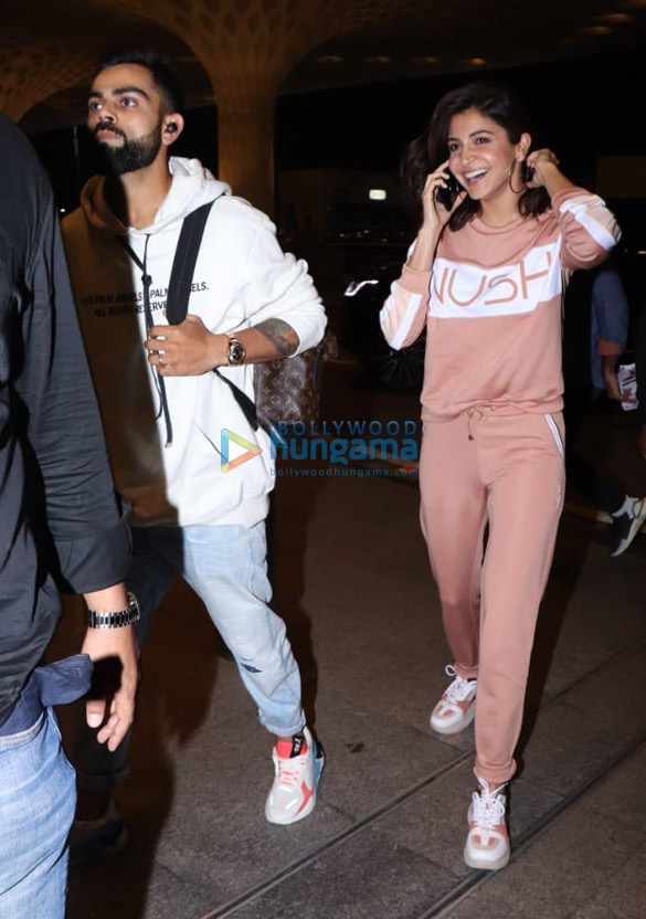 Photos Virat Kohli and Anushka Sharma snapped at the airport (1)