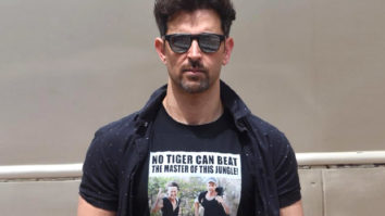 The War of t-shirts between Hrithik Roshan and Tiger Shroff just got better!