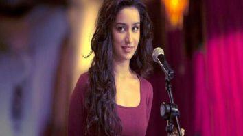 Shraddha Kapoor recreates the iconic jacket scene from Aashiqui 2, but not with Aditya Roy Kapoor